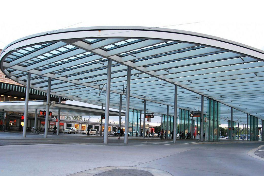 Mobiliario urbano de vidrio templado