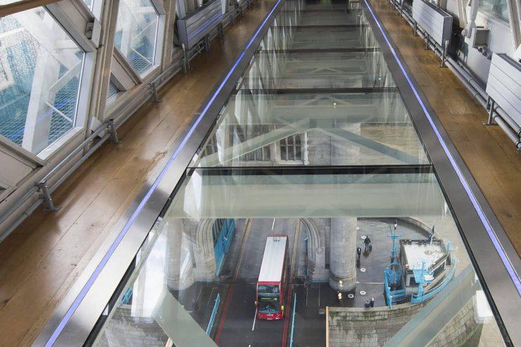 suelos de vidrio