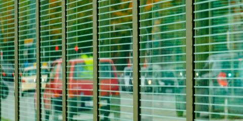 cuándo usar vidrio anti ruidos
