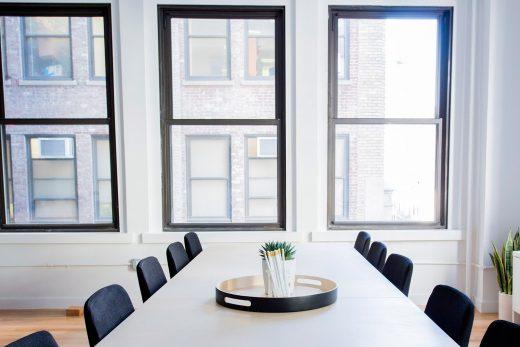 El vidrio templado en oficinas