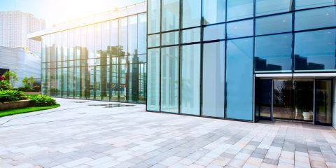 vidrio templado en edificios